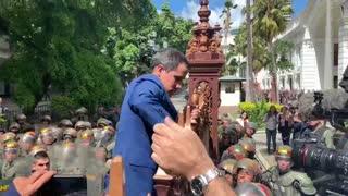 El chavismo elige al presidente del Parlamento y deja de lado a Guaidó