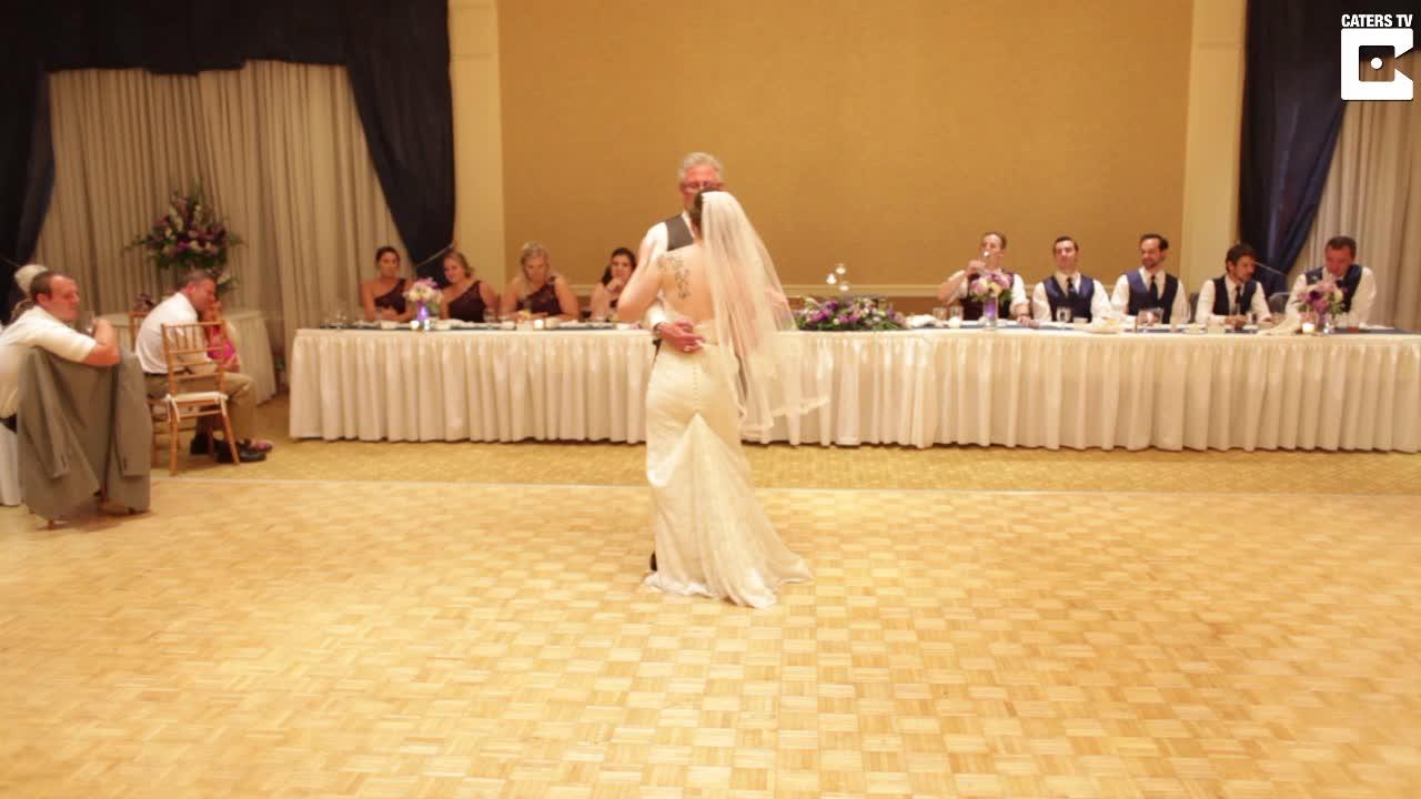 Far og datter overrasket hele bryllupet
