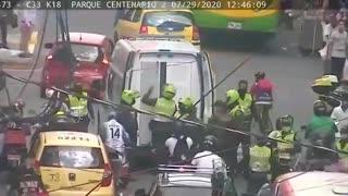 momento en que una mujer cometía un hurto en el centro de Bucaramanga