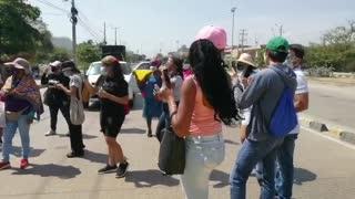 Mujeres bloquean acceso al Centro Histórico
