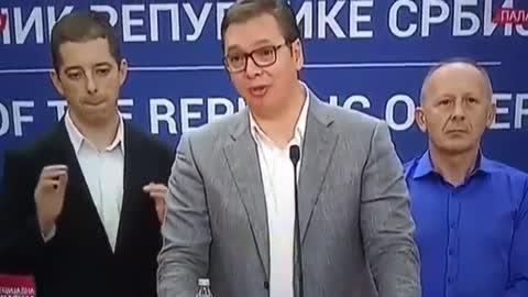 Iza Vučićevih leđa sinoć se događalo nešto što je danas hit...