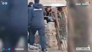 Brutal video shows how China deals with citizens that can't show a negative Corona-test certificate.