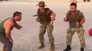 FUNNY ARMY TRAINING