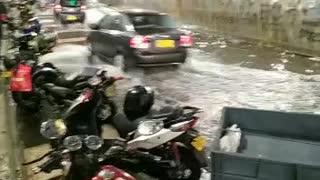 Fuerte aguacero ocasionó inundación en la carrera 27 y la Quebradaseca en Bucaramanga