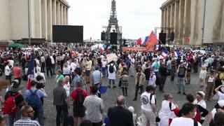El certificado sanitario galo sigue su camino en el Senado pese a protestas