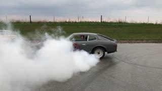 Datsun 280Z with Bad Engine Smoking