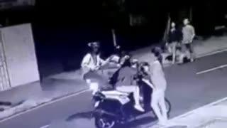 Hombre se enfrentó a ladrones para evitar el hurto de una moto