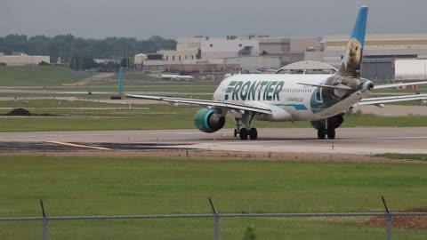 Frontier Airlines Airbus A320 Departing St. Louis Lambert International Airport