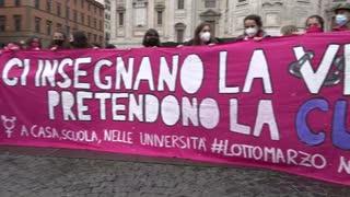 [Video] Multitudinaria marcha del Día de la Mujer en Italia