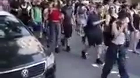 """πορεία αναρχικών υπέρ """"προσφύγων"""": «Ελλάδα να πεθάνεις, στο δ@@ολο η πατρίς»"""