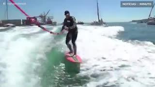 Surfista pega onda durante 10 minutos e bate recorde em Portugal